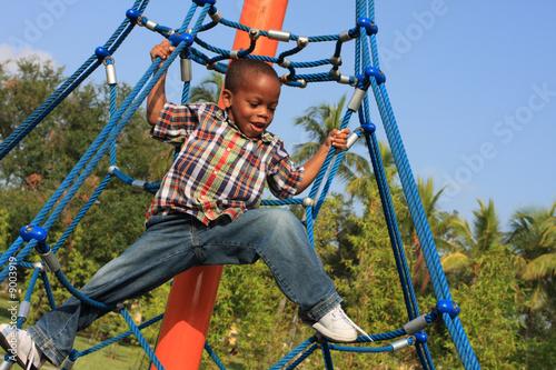 Boy playing Fototapet
