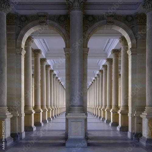 Fotografiet Colonnade