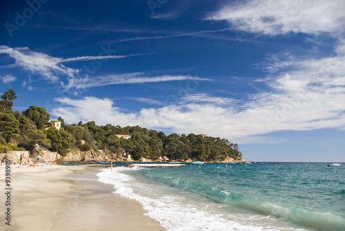 la plage du canadel sur la côte d'azur