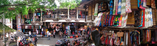 Montage in der Fensternische Bali Bali Shopping