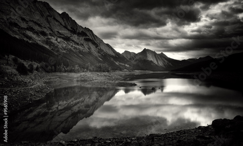 Aluminium Prints Medicine Lake, Jasper National Park