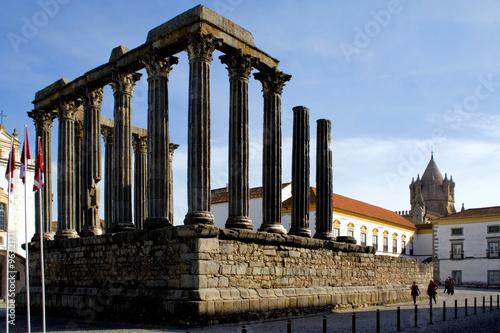 Deurstickers Rudnes Roman temple in Evora, Portugal. Unesco World heritage.