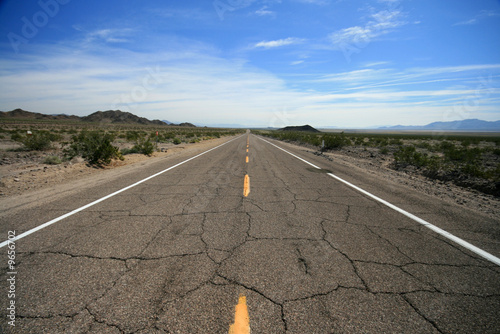 Papiers peints Route 66 Historic empty route 66 highway, california