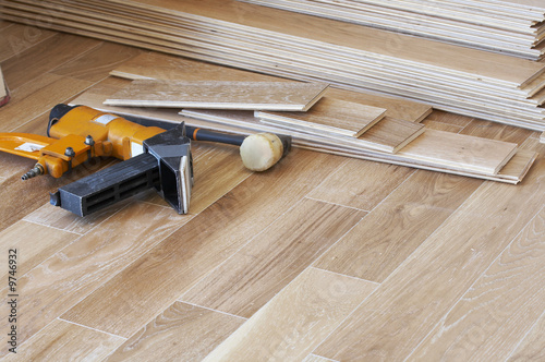 Obraz a picture of wood flooring and tools - fototapety do salonu