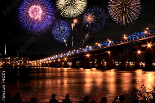 Fototapeta premium Spectacular fireworks at Han River Korea