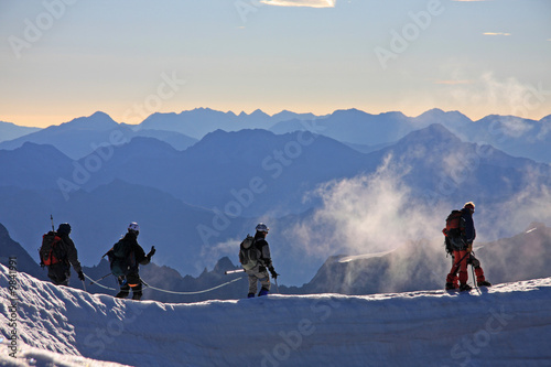 Alpinistes dans la brume Canvas Print