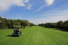 Golf - Buggy Auf  Fairway