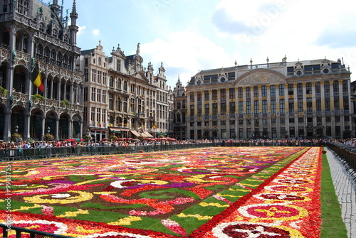 Fotobehang Brussel Flower carpet blossoms on Brussel's main square