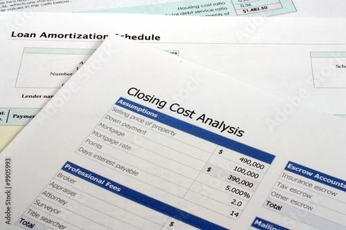 Valokuva  Closing Cost Analysis