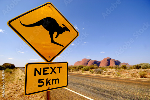 In de dag Australië Strassenschild Känguruh