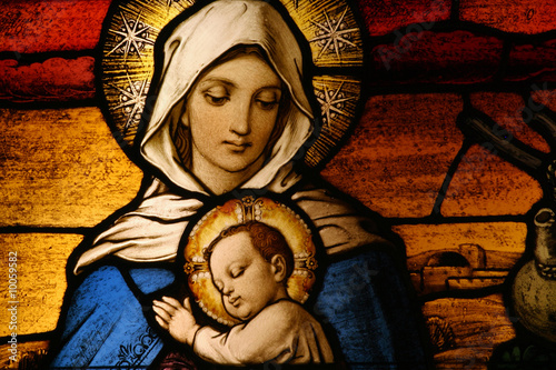 Foto op Plexiglas Bedehuis Stained glass depicting the Virgin Mary holding baby Jesus