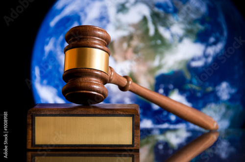 Photo Wooden justice gavel and block with brass