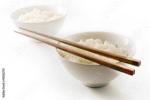 Photo  two bowls of plain rice  isolated on on white