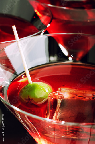 Платно  Close-up of martini glass with olive
