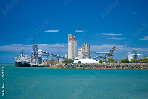 Photo Ship loading at Gladstone port, Central Queensland, Australia.