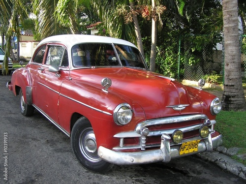 Old car in the streets of Havanna Cuba Wallpaper Mural