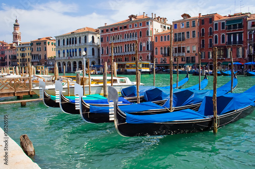 Foto op Plexiglas Venetie beautiful gondolas anchored in Venice, Italy