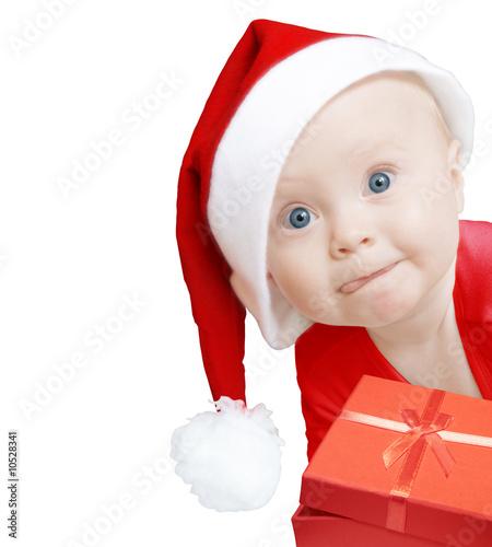 smieszne-dziecko-w-santa-hat-z-pudelko-na-bialy