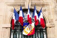 Fenêtre Décorée De Drapeaux Tricolores, France.