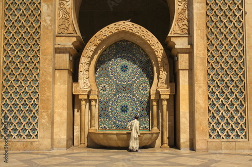Fountain by the Hassan II Mosque in Casablanca, Morocco Fotobehang