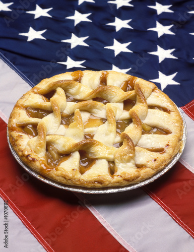 Photo  apple pie and the American flag