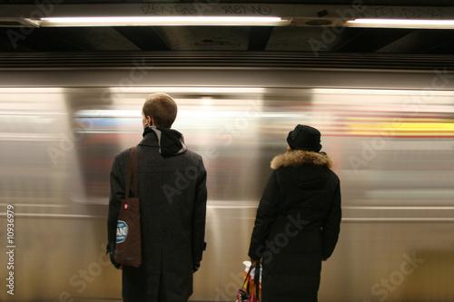 Cuadros en Lienzo Attendendo il metro