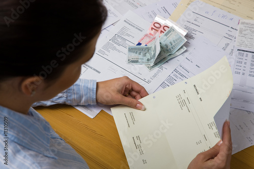 Woman with unpaid bills Fototapet