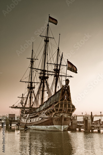 Photo Stands Ship old ship