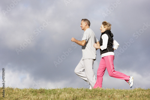 Foto  Senior Couple Jogging In The Park