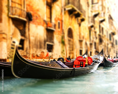 Foto op Plexiglas Venetie Traditional Venice gandola ride (shallow DoF, focus on gandola)