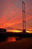 Fototapeta Fototapety mosty linowy / wiszący - Zachód słońca nad jedynym mostem wiszącym w Polsce dla pieszych