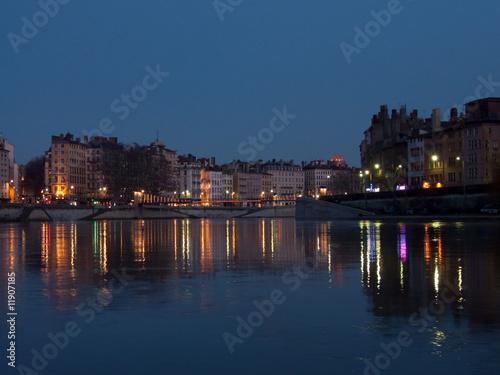 Stickers pour porte Ville sur l eau Lyon et ses quais