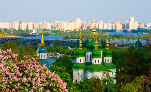 In de dag Kiev Panoramic view of the Vidubichi monastery, Kiev, Ukraine