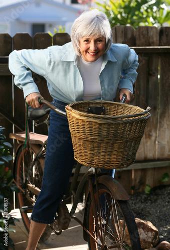 Fotografía  Active Senior on her Bicycle