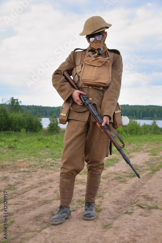 Soldier of WW1 in a gas mask hold a rifle Fototapeta