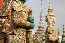 Statue De Divinités En Thaila...