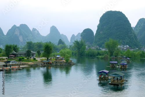 Fotobehang Guilin Bamboo raft at the Ulong river near Yangshuo