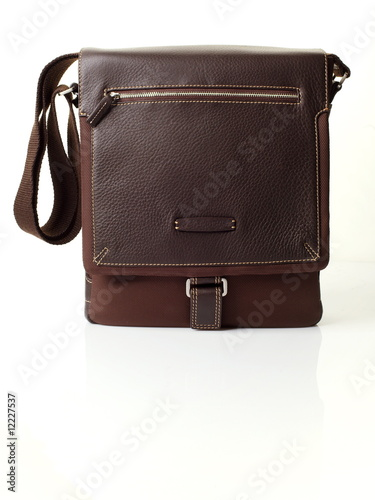 Photo  The brown leather man's bag on white background