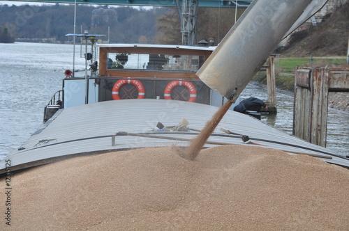 Fotografie, Obraz  chargement de blé d'une péniche