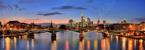 Frankfurt nad Menem otulony zmierzchem
