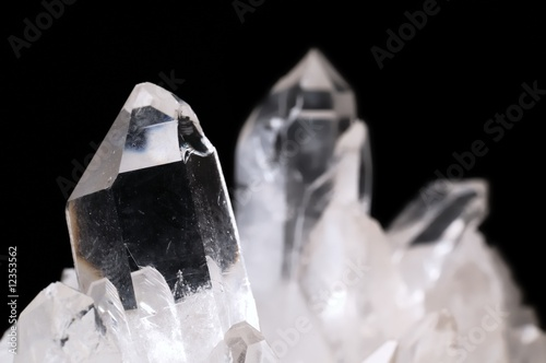 Obraz Quartz crystals on black - fototapety do salonu