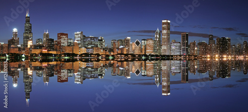 Poster Chicago Chicago skyline panoramic and reflection at night