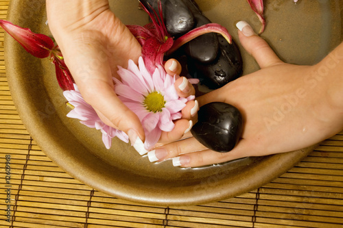 Foto op Plexiglas Woman's hands in water