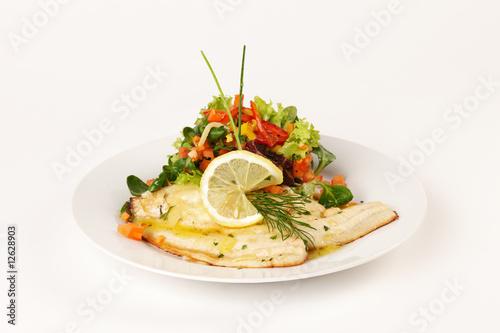 Fotografia Schollenfilet mit Blattsalat