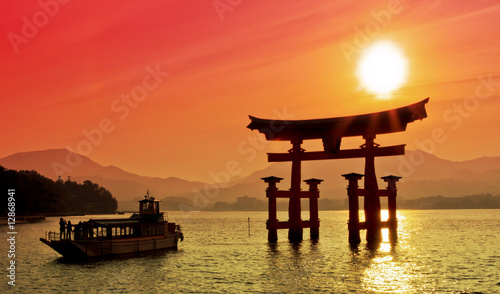Spoed Foto op Canvas Japan Sunset view of Torii gate, Miyajima, Japan