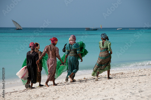 Deurstickers Afrika Women on the beach