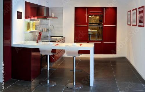 Stitched Panorama de la cuisine-bar rouge et blanche - Buy ...