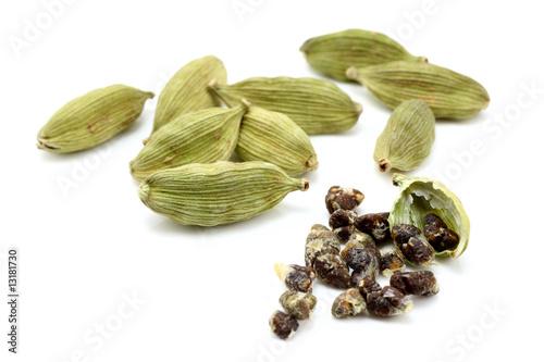 Fototapeta cardamon with cardamon seeds obraz