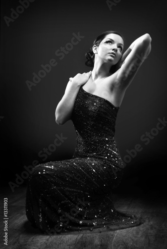 Photo  Glamorous woman dancing