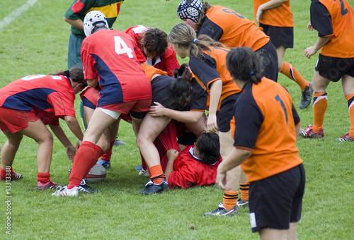 Mêlée spontanée en rugby féminin Canvas Print